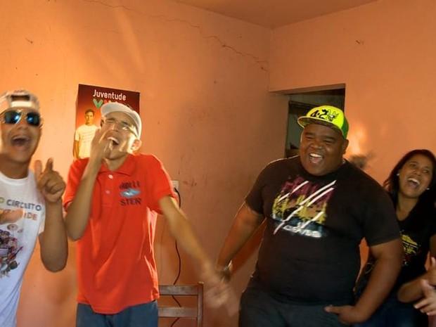 Projeto Funk tira jovens da rua em Cariacica (Foto: Reprodução/ TV Gazeta)