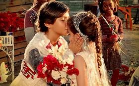 Batata e Rita celebram 'noivado' com festa animada no lixão