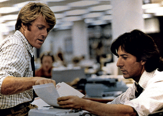 IMPACTO Woodward (Redford) e Bernstein (Hoffman) no cinema. Os homens que derrubaram um presidente (Foto: Collection Christophel)