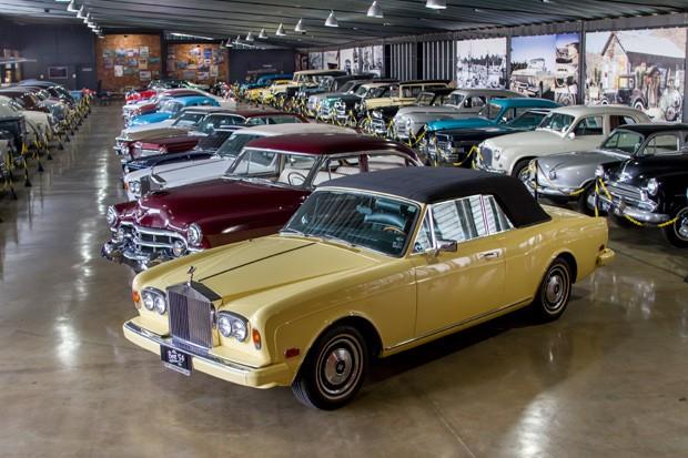Sem padrões, coleção do arquiteto tem carros de todas as épocas (Foto: Rogério Albuquerque)