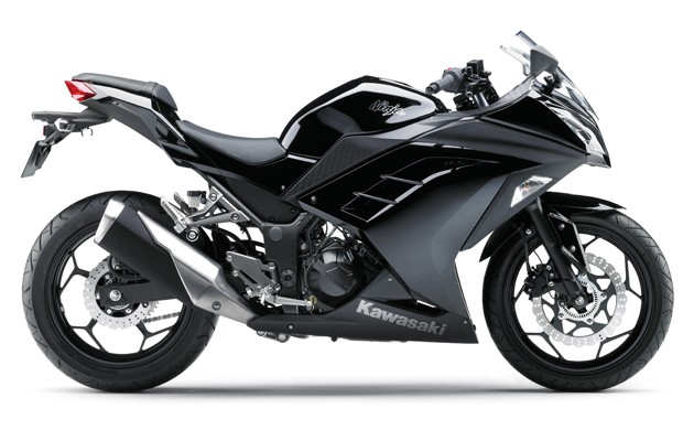 Ninja 300 tem visual de motos maiores (Foto: Divulgação)