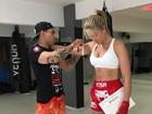 Ana Hickmann mostra o corpão em graduação do Muay Thai