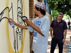 Jovens de MS fazem grafite e pintam patrimônios históricos pichados