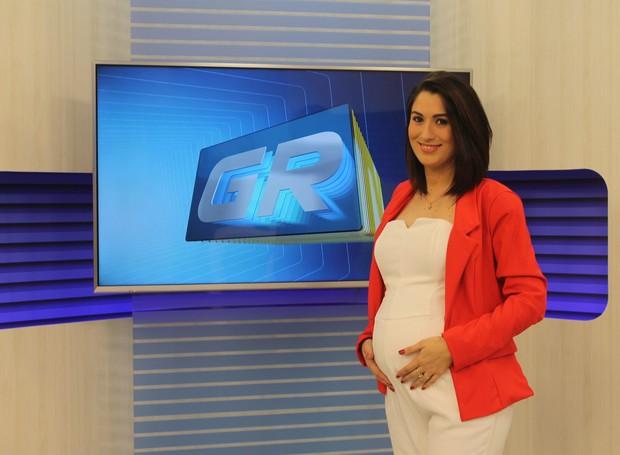 Izabella Freitas anuncia gravidez de sete meses, ao vivo, no GRTV 1ª edição. (Foto: Gabriela Canário)