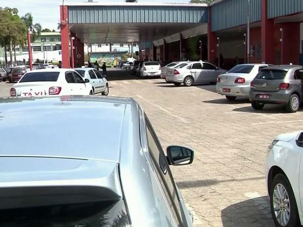 Terminal Rodoviário, ponto de táxi, Pouso Alegre (Foto: Reprodução/ EPTV)