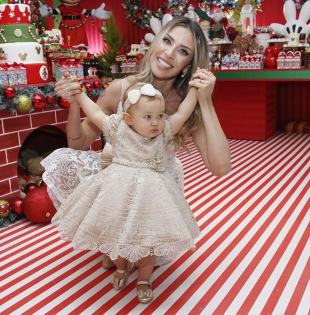 Lizi Benites com a filha, Liz (Foto: Thais Aline/ Agência Fio Condutor)