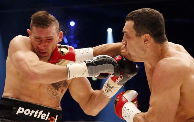 Wladimir Klitschko no duelo deste sábado contra Mariusz Wach (Foto: Reuters)