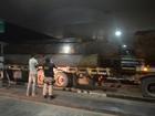 PRF detém caminhões de madeira por excesso de peso, em Roraima