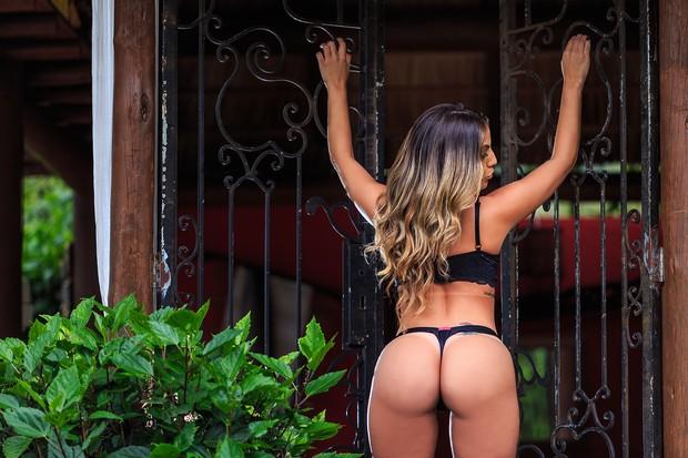 Anamara posa sensual (Foto: John Deivison / Site Diamond)