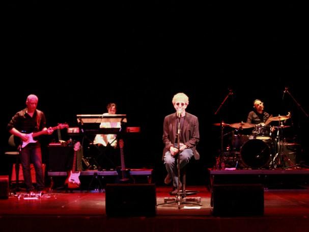 Munido de sua banda, Fabio tocou grandes sucessos de sua carreira, como 'Ti ricordo ancora', e 'Fiore di maggio' (Foto: Tiago Melo/G1 AM)