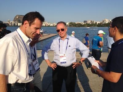 Carlos Arthur Nuzman, presidente do COB e do Comitê Rio 2016, no Mundial de Remo Júnior, na Lagoa Rodrigo de Freitas (Foto: Vicente Seda)