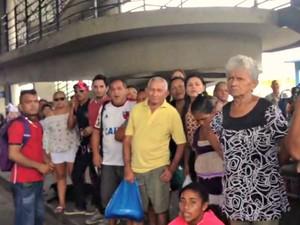 No T5, passageiros relataram espera de cerca de 1 hora (Foto: Rádio Amazonas FM)
