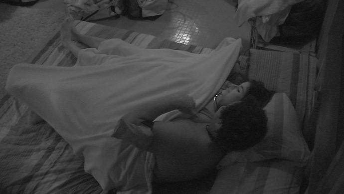 Ronan quer dormir com Munik (Foto: TV Globo)