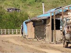 Famílias indígenas ocupam a barragem (Foto: Reprodução/RBS TV)