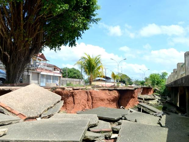 Orla do Perpétuo Socorro sofre ação de assoreamento (Foto: Abinoan Santiago/G1)