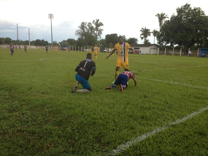 Lateral esquerdo Alberto, Interporto (Foto: Vilma Nascimento/GloboEsporte.com)