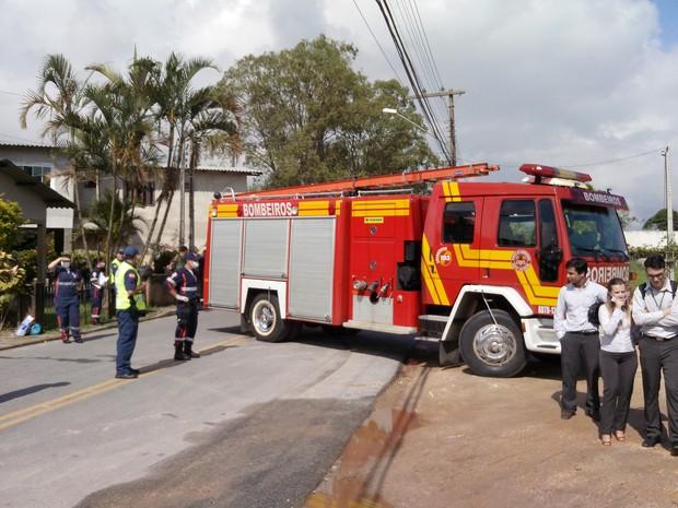 Líquido é tóxico e área foi isolada (Foto: Luiz Souza/RBS TV)