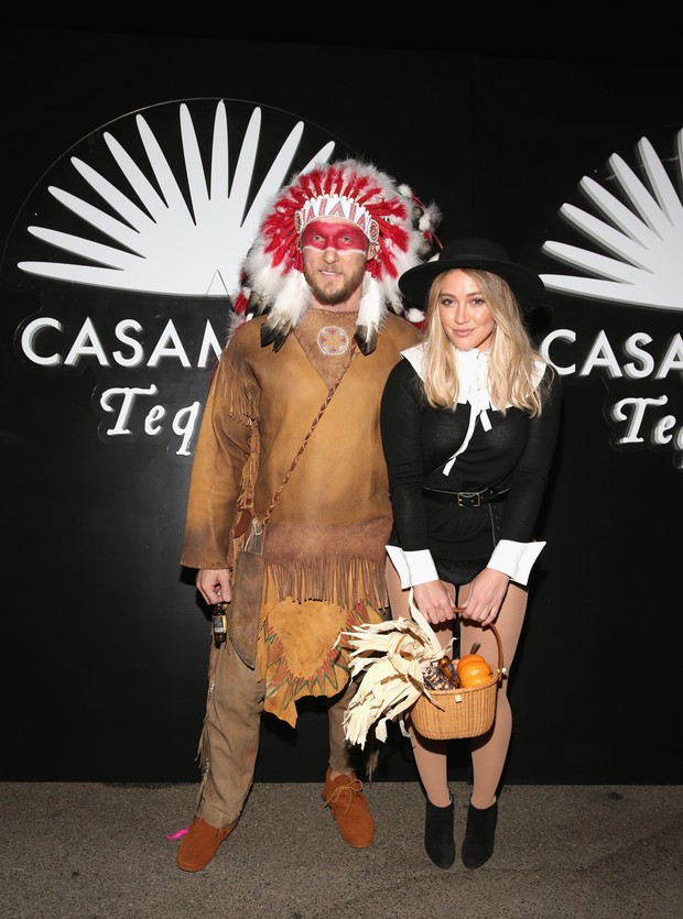 Jason Walsh e Hilary Duff em festa de Halloween em Los Angeles, nos Estados Unidos (Foto: Todd Williamson/ Getty Images/ AFP)