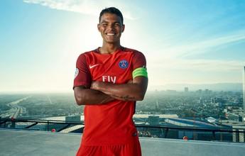 Thiago Silva é garoto propaganda em lançamento de uniforme do PSG