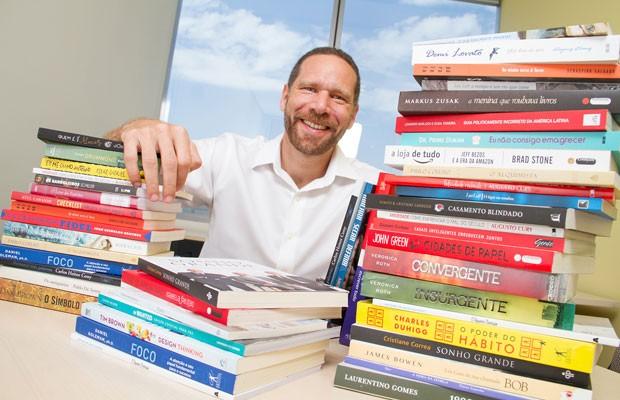'Nosso passo agora é atender quem não quer ler no digital', diz Alexandre Szapiro, direitor-geral da Amazon, que começa a vender livros no Brasil. (Foto: Divulgação/Amazon)