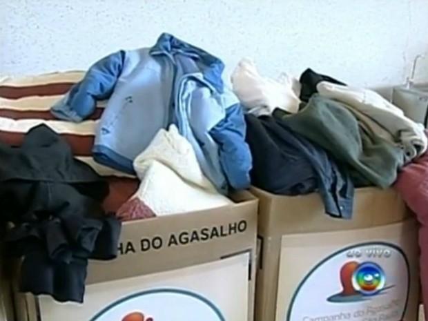 Campanha do Agasalho tem 300 postos de coleta em Itapetininga (SP). (Foto: Reprodução TV TEM)