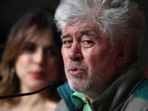 O cineasta espanhol Pedro Almodóvar durante coletiva nesta terça-feira (17) para divulgar o filme 'Julieta', que disputa a Palma de Ouro no Festival de Cannes 2016 (Foto: Laurent Emmanuel/AFP)