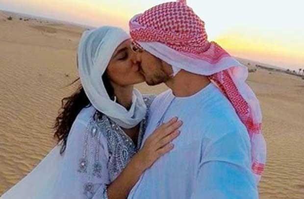 José Loreto e Débora Nascimento durante o casamento em Dubai (Foto: Reprodução)