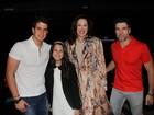 Claudia Raia leva os filhos e o namorado a musical no Rio