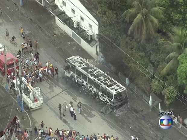 Acidente que deixou pelo menos 5 mortos ocorreu por volta das 6h (Foto: Reprodução/TV Globo)