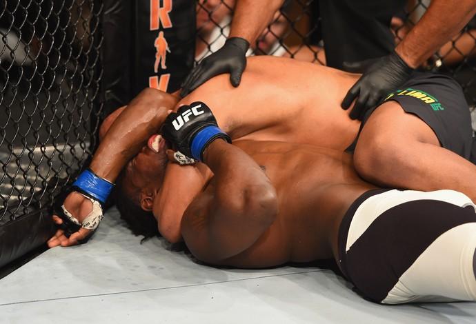 Marcos Pezão Clint Hester UFC 197 (Foto: Getty Images)