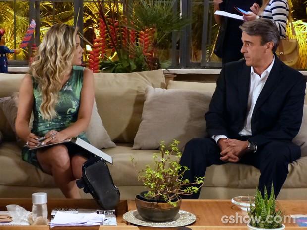 Thomaz se oferece para viajar com Heloísa (Foto: Além do Horizonte/TV Globo)