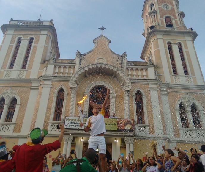 revezamento da tocha olímpica em bom jesus do itabapoana (Foto: Stella Freitas)