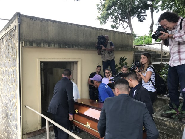 Enterro de Ferreira Gullar (Foto: Anderson Barros / EGO)
