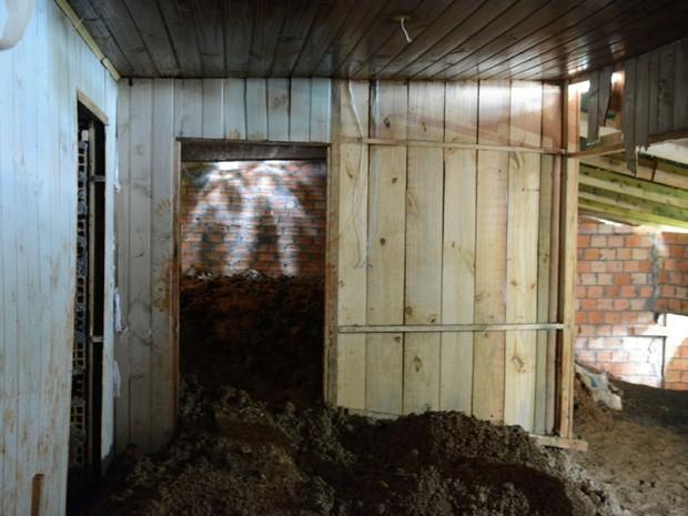 Casa usada para começar o túnel e armazenar material de construção (Foto: Rodrigo Ziebell/SSP/Divulgação)