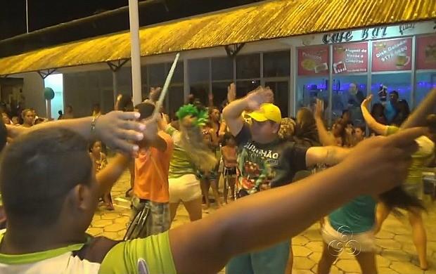 Peixes-boi se apresentam em Novo Airão (Foto: Amazonas TV)