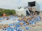 Dois ficam feridos em acidente entre caminhão e carreta em MG
