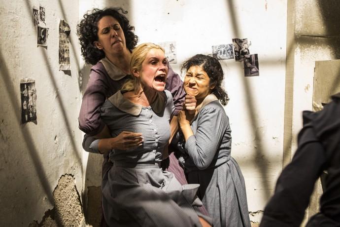 Sandra arruma confusão na cadeia (Foto: Ellen Soares/Gshow)