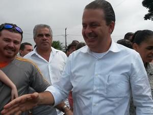 Eduardo Campos faz campanha na Paraíba (Foto: Valéria Sinésio/G1 PB)