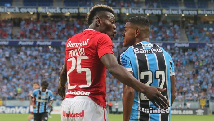 Paulão e Pedro Rocha discutem após lance polêmico  (Foto: Diego Guichard)