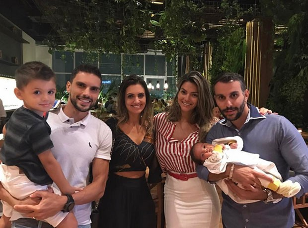 Kelly Key e Mico Freitas com Artur e amigos (Foto: Reprodução)