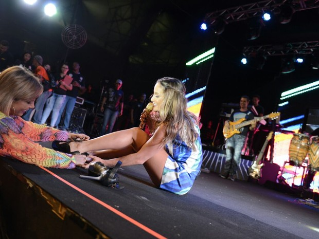 Claudia Leitte e Carla Perez em show em Salvador, na Bahia (Foto: Eder Mota e Elielson Pita/ Divulgação)