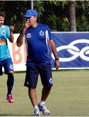 Marcelo Oliveira não comanda treino no gramado (Foto: Washington Alves / Vipcomm)