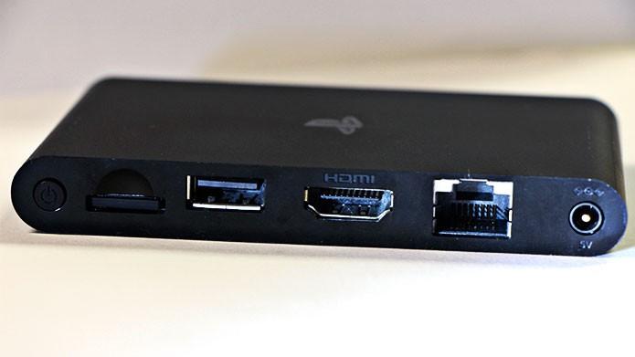 O PlayStation Tv possui 5 saídas na parte traseira (Foto: Tais Carvalho/TechTudo)