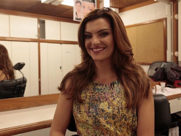 O corte e cor dos cabelos de Mayana Neiva são bem naturais (Foto: Amor Eterno Amor/ TV Globo)