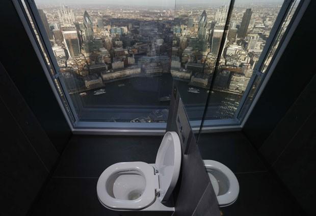Banheiro do prédio mais alto da Europa ocidental oferece vista panorâmica (Foto: Luke MacGregor/Reuters)