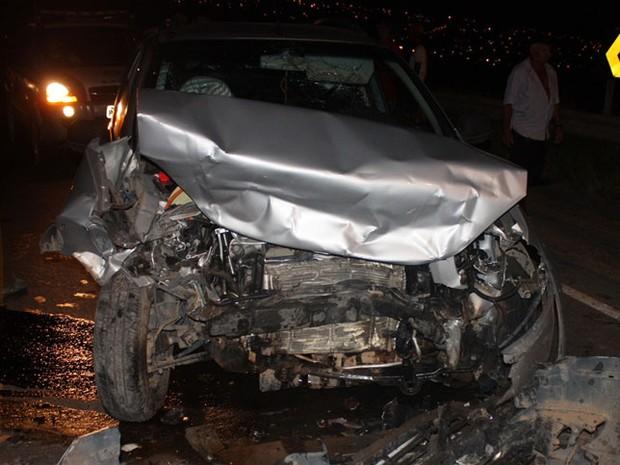 Carro ficou dewstruiido  (Foto: Danuse Cunha /Site: Itamaraju Notícias)