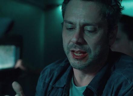 Personagem de Alexandre Nero negocia com bandidos e fica ferido em 1º capítulo de 'A Regra do Jogo'