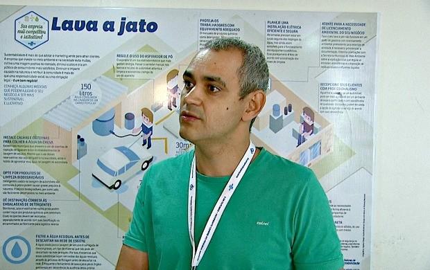 Gerente da área comercial e de serviços do Sebrae-AC Aldemar dos Santos explica como investir no segmento de serviços (Foto: Bom Dia Amazônia)