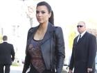 Grávida, Kim Kardashian usa look que não a favorece