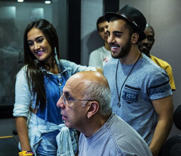 Gabi e Diogo Melim, ao lado do tecladista do Roupa Nova, Ricardo Feghali: fãs (Foto: Arquivo pessoal)